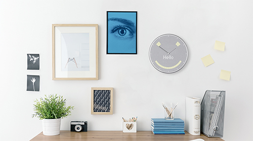 クラシックな2針フェイスにLEDとスピーカーを搭載スケジュールや天気、タイマーなどが表示できるIoTクロック「Glance Clock(グランスクロック)」